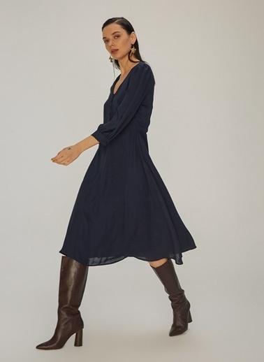 NGSTYLE V Yakalı Düğme Detaylı Elbise Lacivert